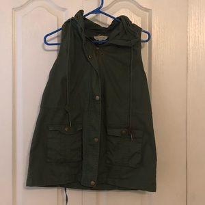 Last call! 🎉 Women's army green vest